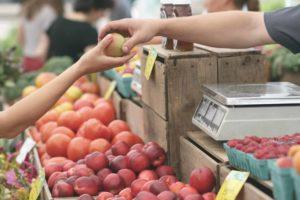Wil jij ook goedkoper boodschappen doen? Op SkereStudent.com vind je de 15 allerbeste tips om te besparen op je boodschappen.