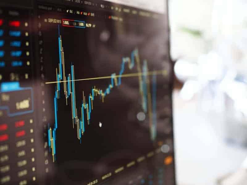 In deze blog deel ik hoe mijn beleggingsportefeuille er uit ziet! Hoe veel is mijn studenten beleggingsportefeuille waard? Welke brokers gebruik ik? Wat is mijn rendement? Dat en meer vertel ik je op SkereStudent.com