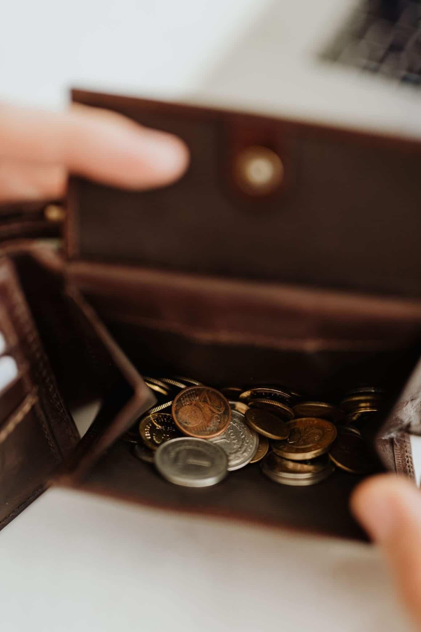 Ben jij ook altijd zo nieuwsgierig naar andermans inkomsten en uitgaven? Ik wel! In de rubriek 'Sparen of Spenden' deel ik maandelijks mijn inkomsten, uitgaven en investeringen met jullie! Ik kreeg deze maand een mooie meevaller à €100 van een tante en verder heb ik deze maand iets interessants gedaan qua investeringen. Lees je mee?