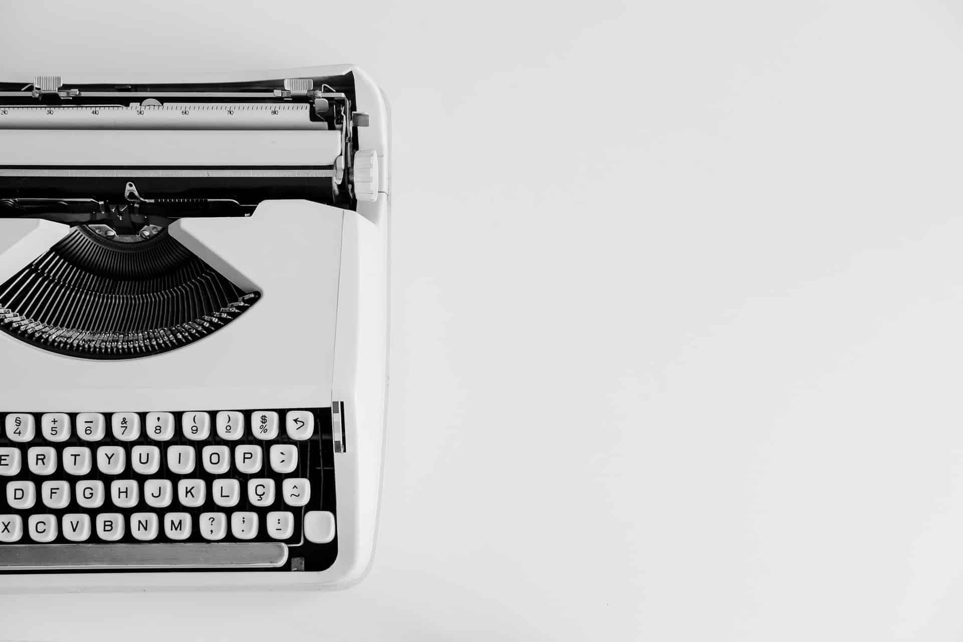 Deze blog is geschreven door Sandra van de blog Ik ben Jan Modaal. Daar blogt ze over geldzaken en persoonlijke financiën zoals (be)sparen en FIRE. Onlangs heeft ze zelf een boek uitgegeven over het verbeteren van je financiën. Speciaal Skere Student vertelt ze in dit artikel wat meer over zelf een boek uitgeven, wat er allemaal bij komt kijken, en hoe je geld kan verdienen aan het uitgeven van een boek.